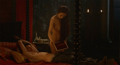 Melisandre takes blood from Gendry