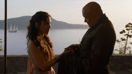 Varys offers Shae diamonds to leave King's Landing